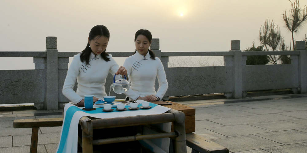 Чаепития в Уишань на востоке Китая -- начальном пункте Великого чайного пути