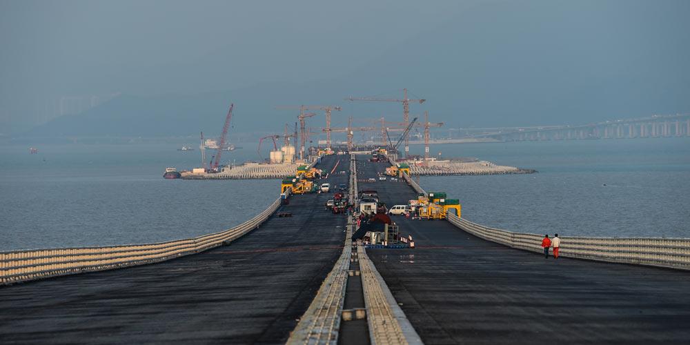 На строительстве моста Сянган -- Чжухай -- Аомэнь готовится сбойка тоннеля