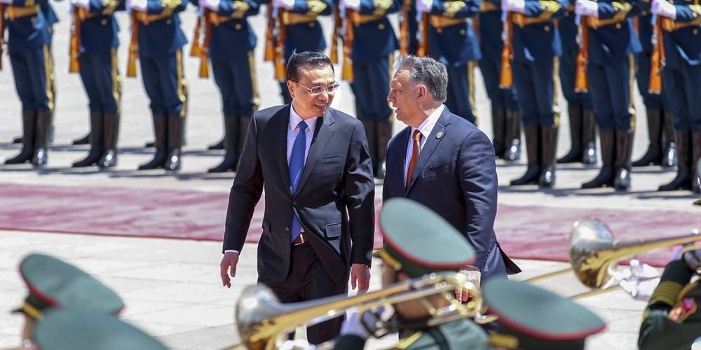 Главы правительств Китая и Венгрии провели переговоры