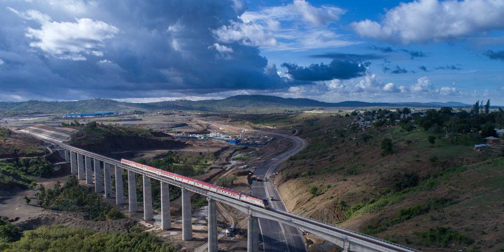 Железная дорога Момбаса -- Найроби с высоты птичьего полета