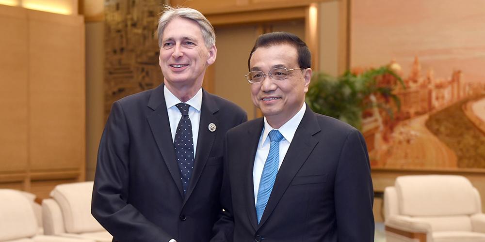 /Пояс и путь/ Ли Кэцян встретился с министром финансов Великобритании Ф. Хаммондом