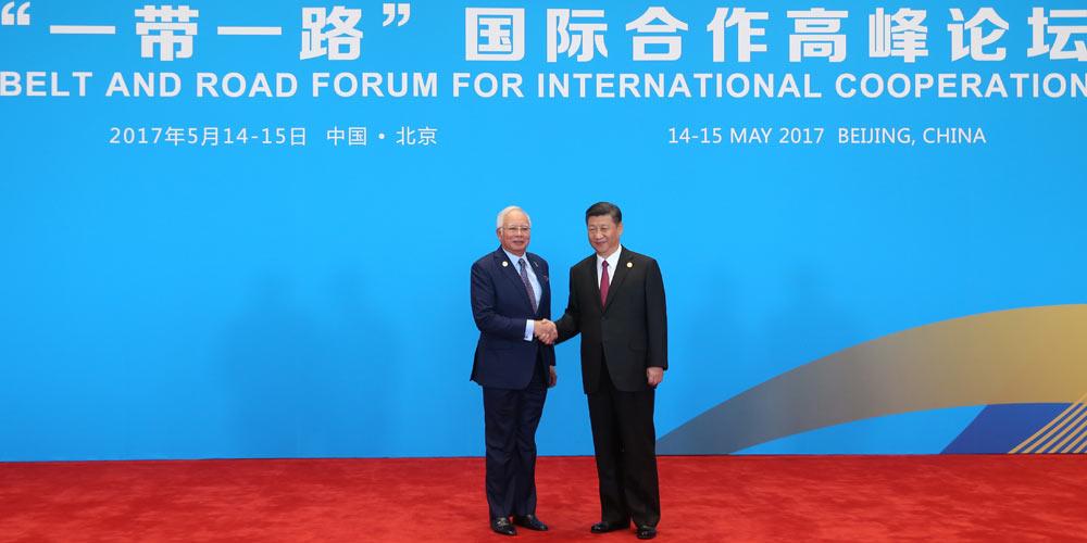 """Си Цзиньпин встретил участников саммита за круглым столом Форума """"Пояса и пути"""""""