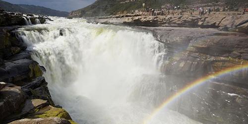 Водопад Хукоу в начале лета