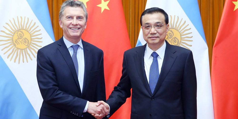 Ли Кэцян встретился с президентом Аргентины Маурисио Макри
