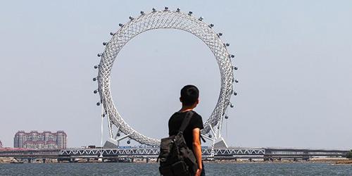 Необычное колесо обозрения появилось в городе Вэйфан провинции Шаньдун