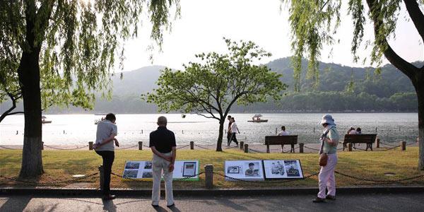 Фотовыставка у озера Сиху