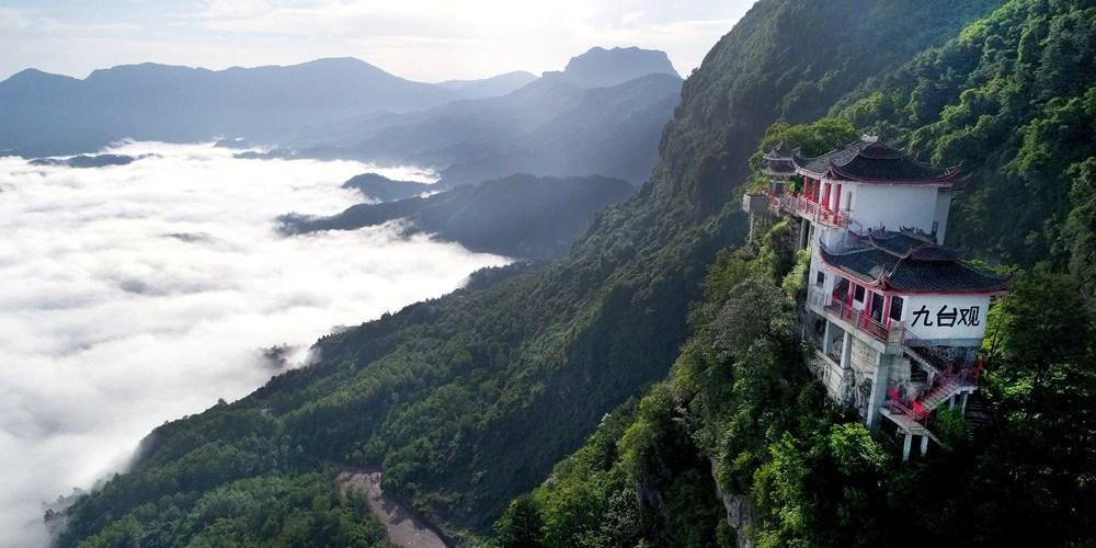 """Море облаков в ландшафтном парке """"Цзютайгуань"""" в Шэньси"""