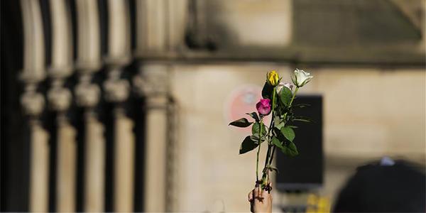 В Манчестере почтили память жертв теракта