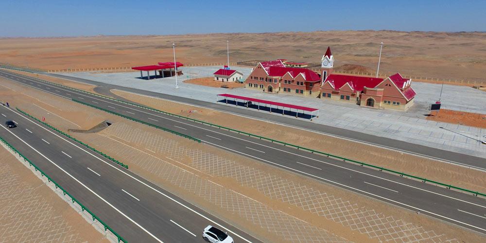 Скоростное шоссе Пекин -- Синьцзян готовится к открытию