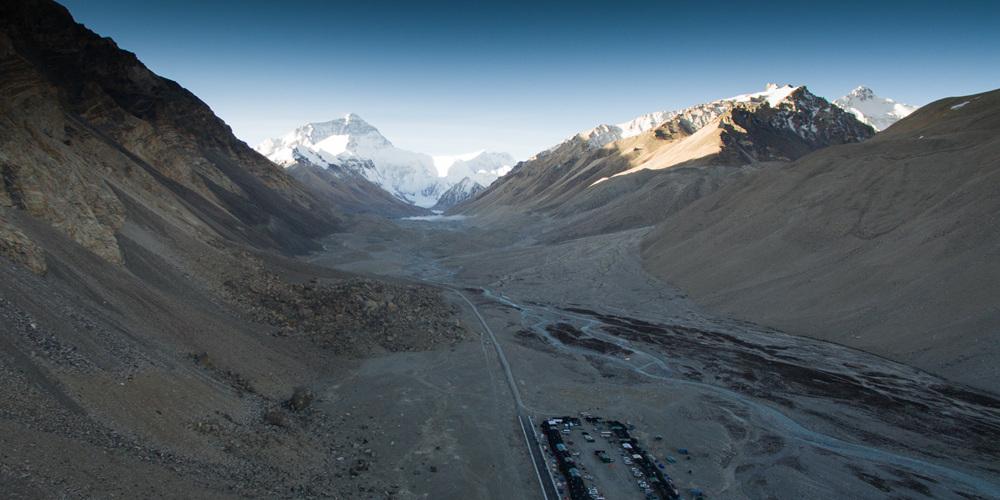 Сувенирная лавочка у подножия Джомолунгмы: туристическая отрасль стала новым источником дохода для тибетских крестьян