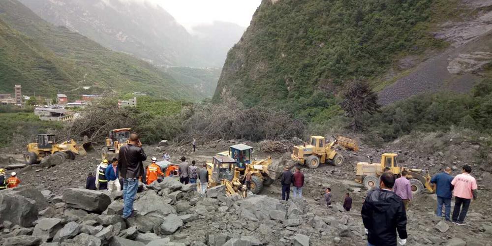 Более 100 человек оказались под завалами в Юго-Западном Китае в результате схода  оползня