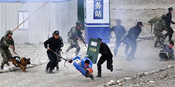 """В Синьцзяне прошли совместные антитеррористические учения ШОС """"Тяньшань-3"""""""