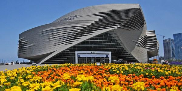"""Во время проведения Форума """"Летний Давос"""" Далянь подписал с отечественными и зарубежными  предприятиями контракты на сумму более 10 млрд юаней"""