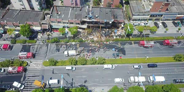 Два человека погибли, 55 пострадали в результате взрыва в лавке на востоке Китая