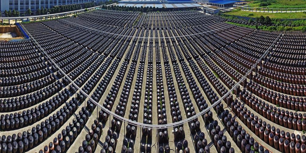 Лето — сезон изготовления знаменитого уксуса из Чжэньцзяна