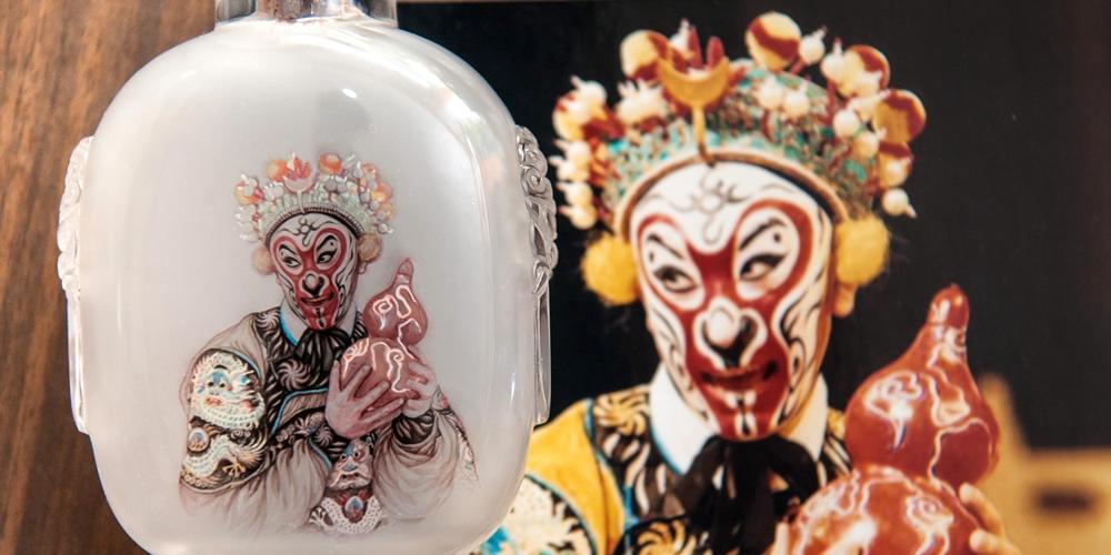 Отец и дочь из семейства Дун — наследники старинного искусства росписи табакерок