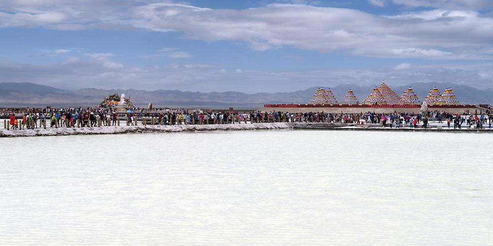Летний туристический бум на озере Чака