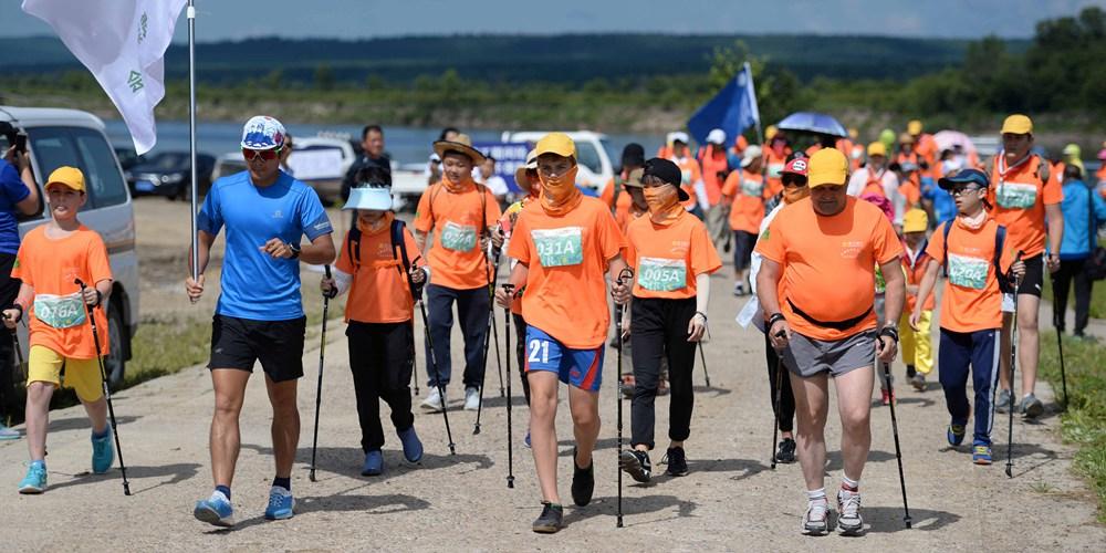 50 китайских и российских семей вместе пешком проходят через Большой и Малый Хинган