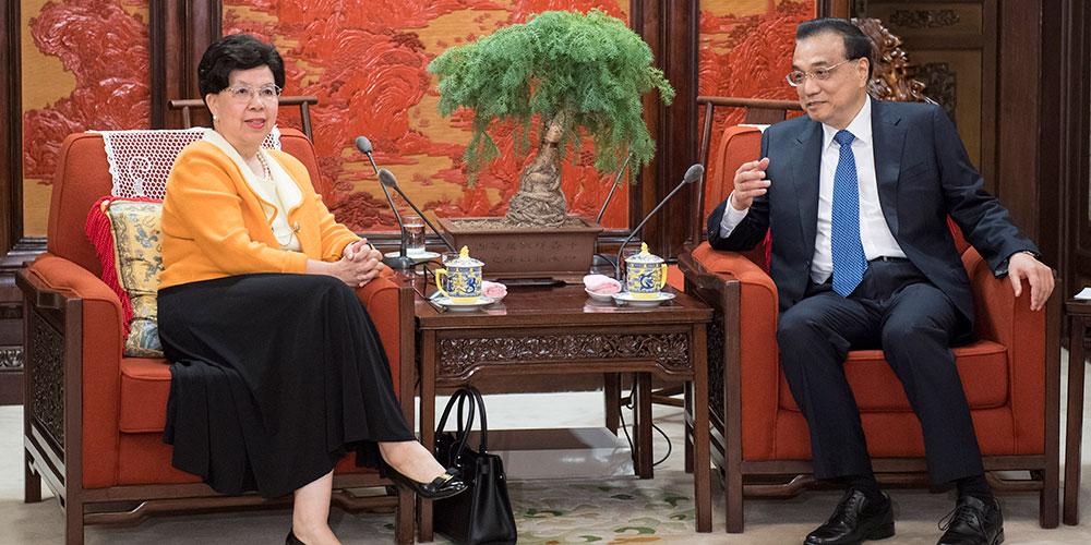 Ли Кэцян встретился с экс-главой ВОЗ Маргарет Чэнь