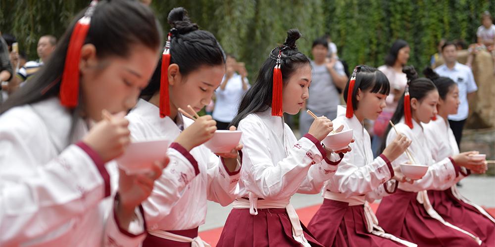 Церемония наступления совершеннолетия в городе Синтай