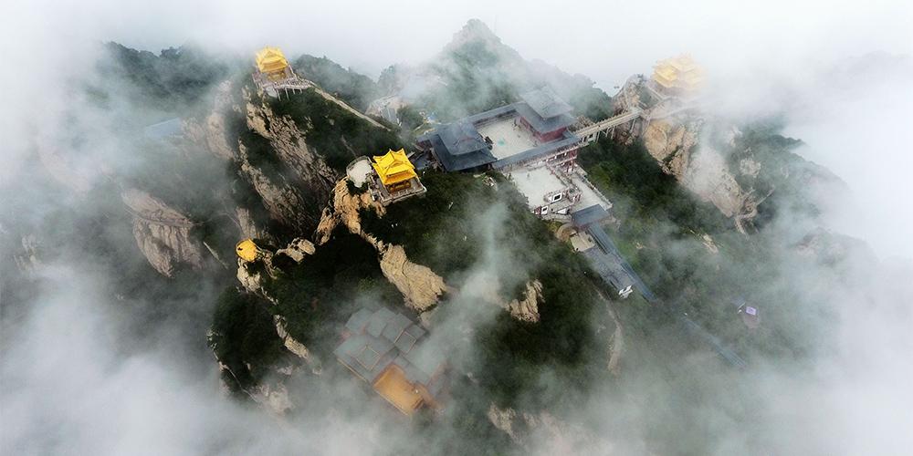 Туманные горы Лаоцзюньшань в провинции Хэнань