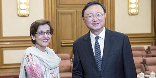Ян Цзечи встретился с секретарем госминистра иностранных дел Пакистана Техминой Джанджуа