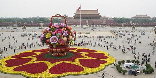 На площади Тяньаньмэнь закончено оформление гигантской плодово-цветочной корзины