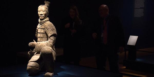 Выставка терракотовых статуй воинов и коней из гробницы Цинь Шихуанди в США