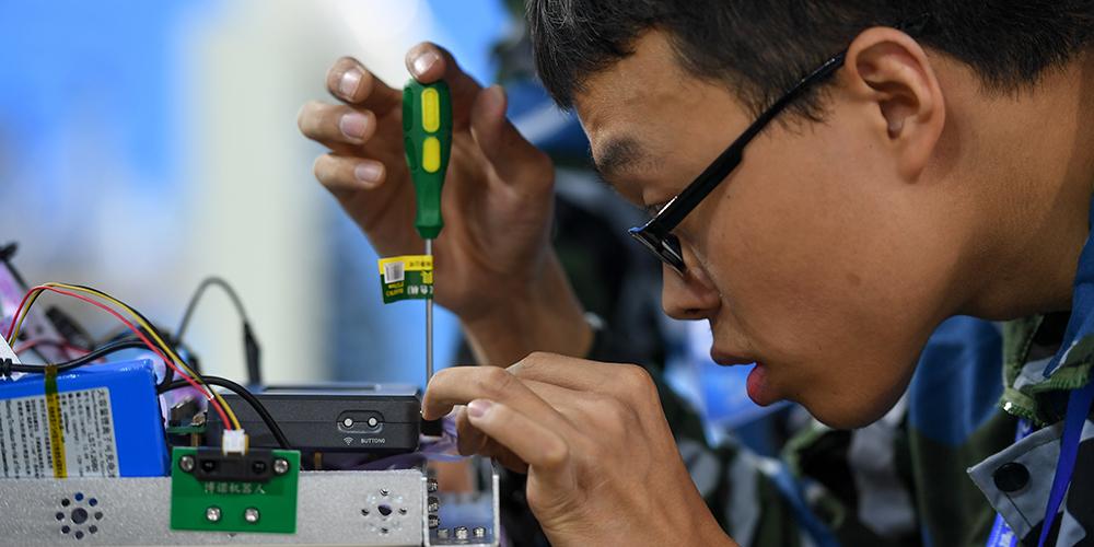 В городе Тяньцзинь проходит Всекитайский конкурс мобильных роботов среди профессиональных училищ в сфере механики