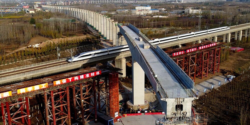 В провинции Хэнань произведены высотный разворот и установка моста ВСЖД Чжэнчжоу — Ваньчжоу