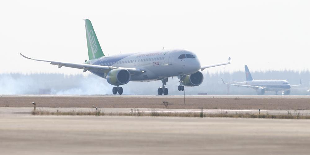 Второй пассажирский авиалайнер С919 совершил свой первый полет