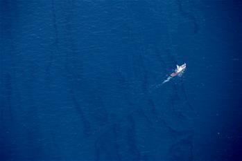 Пожар на затонувшем танкере SANCHI потушен, расширяется площадь масляного пятна на месте крушения судна