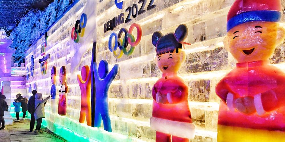 В ландшафтном парке Лунцинся открылся 32-й Художественный фестиваль ледяных фонарей