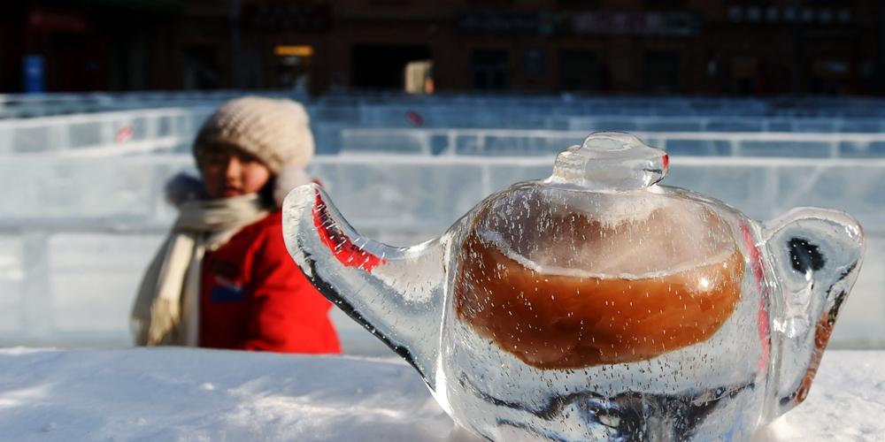 """Ледяные скульптуры на улицах """"города льда"""""""