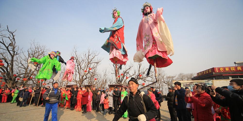 Новогоднее представление театра на спине бэйгань в уезде Цяньси