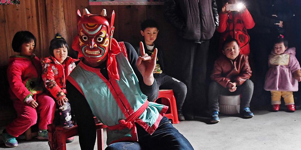 Новогодний танец но в уезде Наньфэн