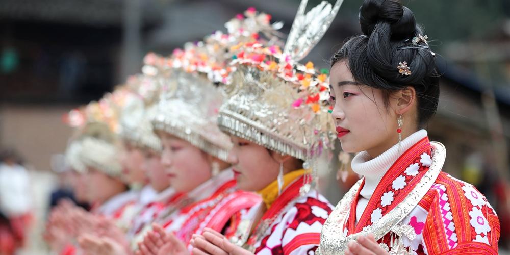 В мяоской деревне Цэньцзуй седьмой день празднуют Новый год по лунному календарю