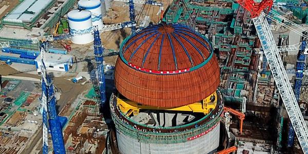 """В Китае завершился монтаж купола реактора """"Хуалун-1"""" на шестом энергоблоке АЭС """"Фуцин"""""""