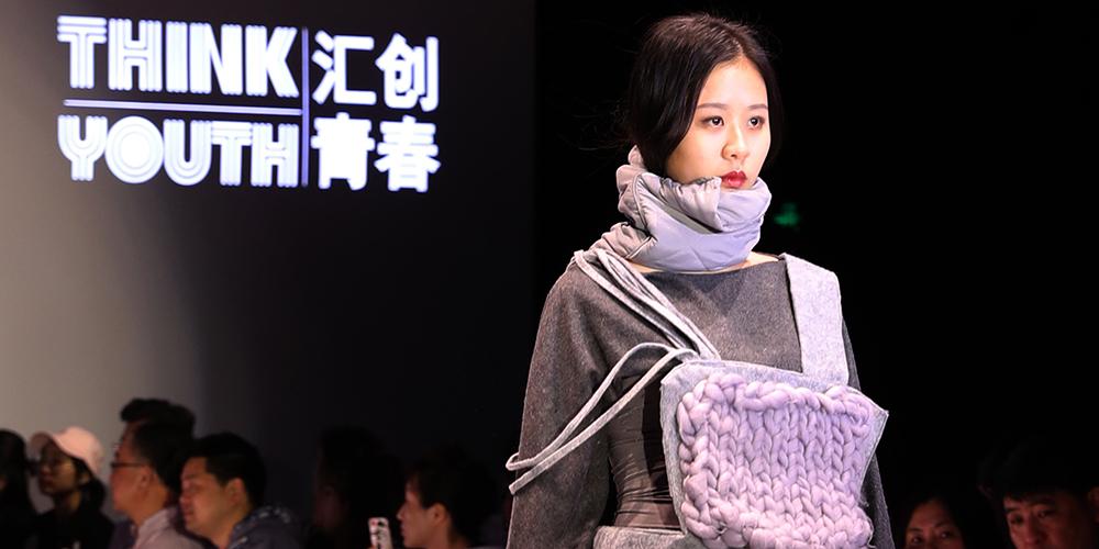Дизайнерская одежда на шанхайском шоу студенческого творчества Think Youth