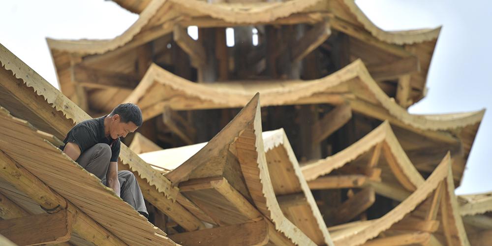 """Строители """"мостов дождя и ветра"""" из уезда Сюаньэнь"""