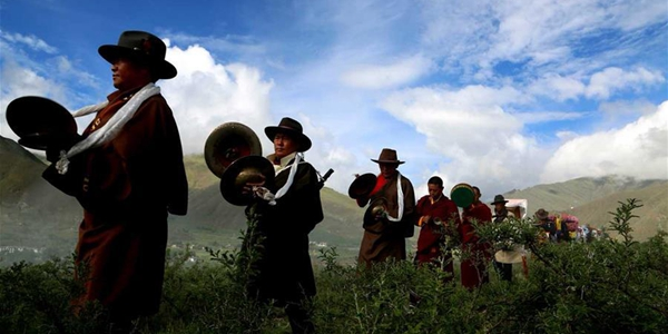 Тибетские крестьяне отметили традиционный праздник Онгкор