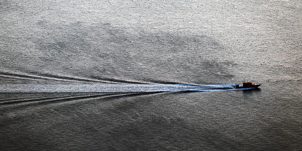 Полосы на воде