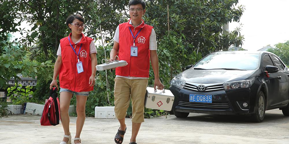Семейная пара сельских врачей из провинции Чжэцзян