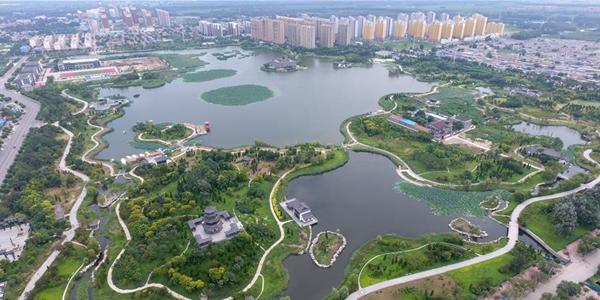 Экопарк на месте котлованов с грязной водой и мусором в Хэцзяне