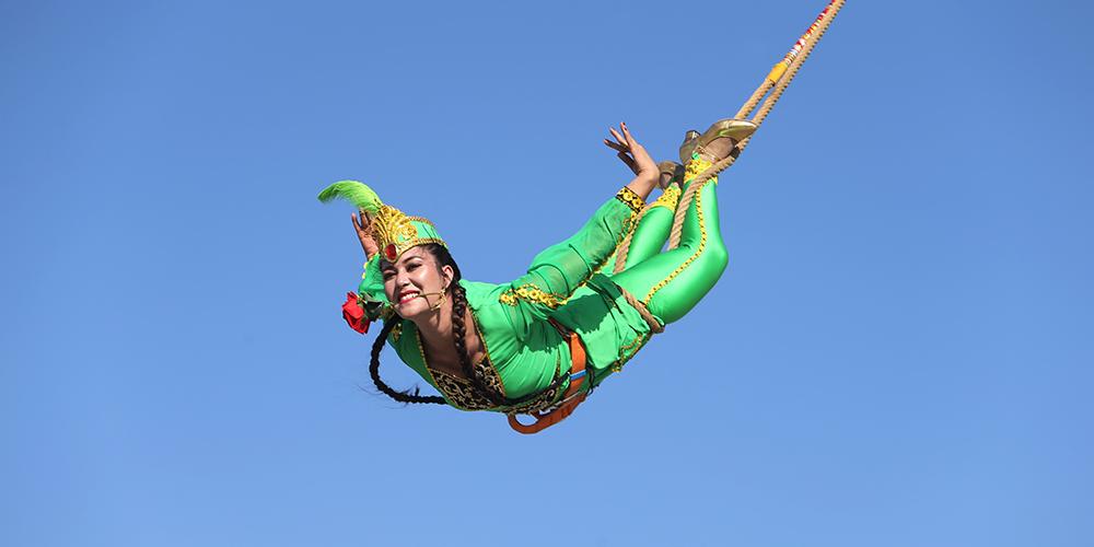 Поразительные трюки на канате в Синьцзян-Уйгурском АР