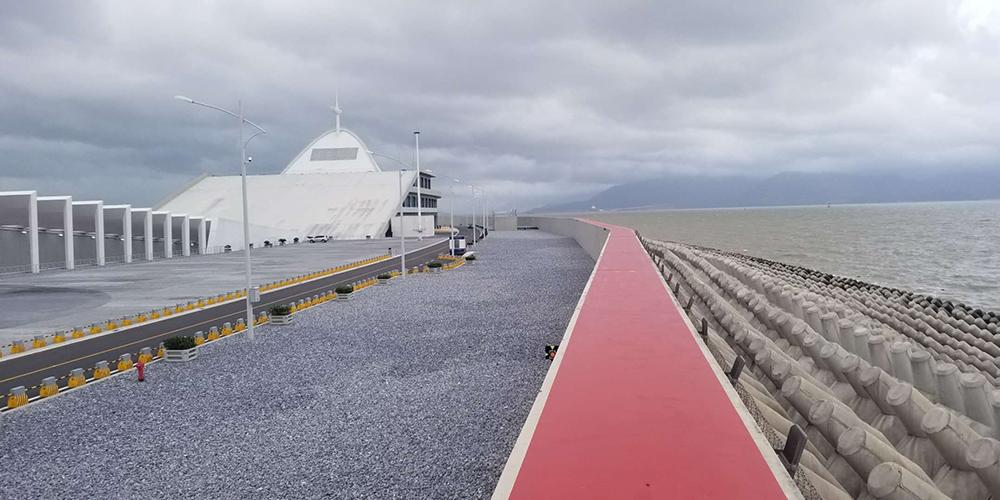 """Мост Сянган-Чжухай-Аомэнь выдержал удар тайфуна """"Мангхут"""""""