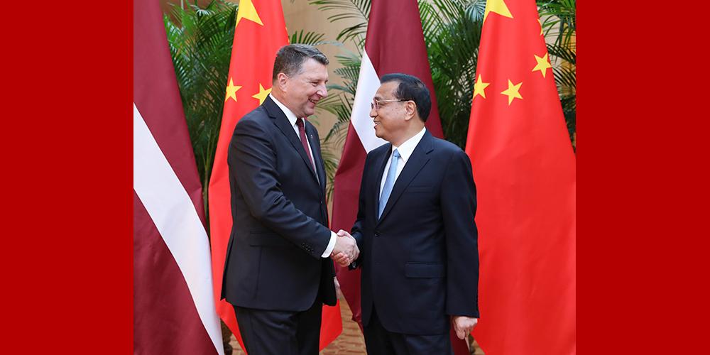 Ли Кэцян встретился с президентом Латвии Р.Вейонисом