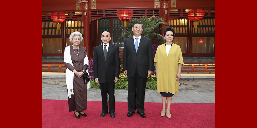Си Цзиньпин встретился с королем Камбоджи Нородомом Сиамони и королевой-матерью Нородом Монинеа Сианук