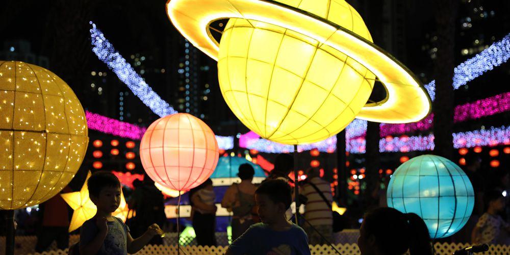 Фестиваль цветных фонариков в парке Виктория САР Сянган