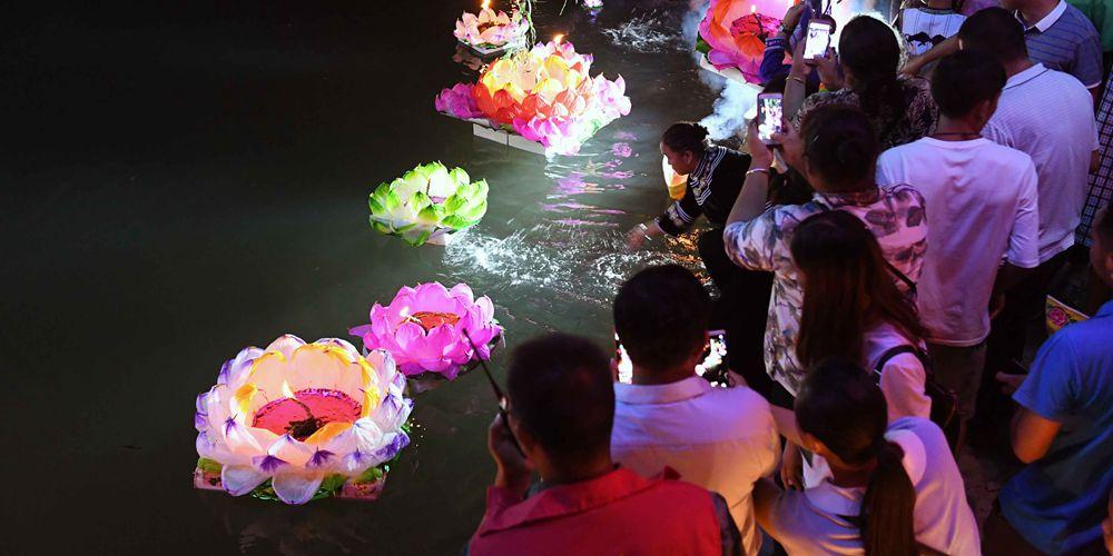 Фестиваль фонариков в провинции Юньнань